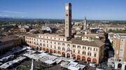 Foto aerea mercato Piazza Saffi