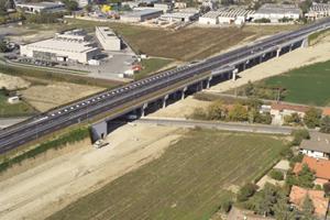 Vista da Sud-Est del viadotto cavalcaferrovia e Via Dragoni